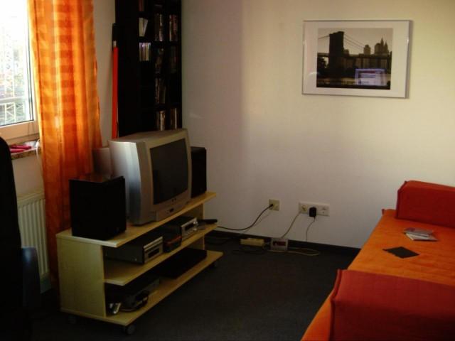 Ecke: TV Bank, DVD Regale, Sofabett