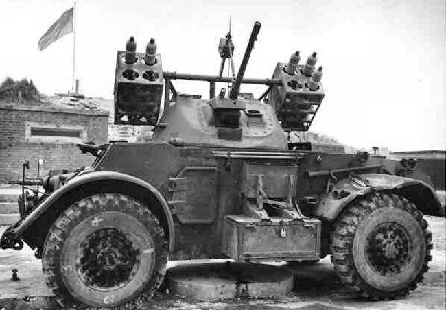 Can-Staghound-RocketCarrier-RCAC-England1945-DennisBerkin.jp